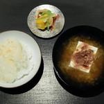 Ginzakuki - ご飯、味噌汁、漬物