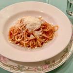 オステリア ジラソーレ - フレッシュトマト、バジリコ、パルミジャーノチーズのスパゲッティ