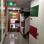 オステリア ジラソーレ - お店の入口付近