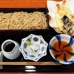 手打ちそばよし田 - 海老野菜天せいろ1700円(税込み)