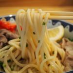 き田たけうどん - 炙り牛トンぶっかけ(うどんは細麺)
