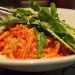デンズパスタバル - えびとルっコラのトマトパスタ
