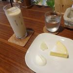 腰越珈琲 - 濃厚チーズケーキ