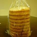 はちの子 - 料理写真:丸太パン180円
