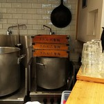 超多加水自家製手揉み麺 きたかた食堂 - 厨房内です。