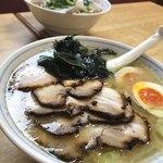 ラーメン 前田家 - 料理写真:チャーシューメン(トッピング:煮卵)