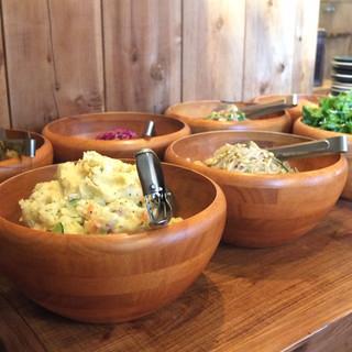 遊猿 - 料理写真:ランチはサラダなんかが食べ放題