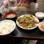 津湘苑 - レバニラ炒め定食。税込750円。