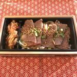 ミートショップやま田 - 料理写真:霜降り肉弁当 1000円