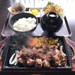 レゾンデートル - 料理写真:Cランチセット カットステーキ膳 1000円