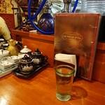 シルクロード・タリムウイグルレストラン - ・卓上の調味料類はあったけど、何に使うのか分からない