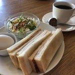 シルバーストーン - 料理写真:ホットコーヒー350円とハムトーストのモーニング