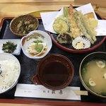 割烹 荻原 - 料理写真:天麩羅盛合せ=900円  税別