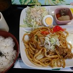 カフェ茶人 来来る - 料理写真:日替わりランチ ¥750   みそ焼きうどん定食
