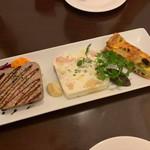 ラ・サルテン モデルノ - 前菜盛り レバーパテ、モザイク仕立てのテリーヌ、キッシュ