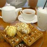 cafe Yummy Waffle - キャラメルワッフル
