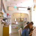 cafe Yummy Waffle - 狭~い店内
