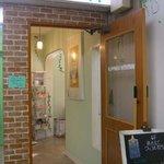 cafe Yummy Waffle - 店の入口