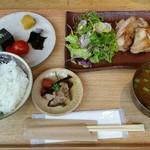 96894718 - 本日の近江一汁三菜定食「近江鶏の醤油麹焼き」