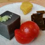 96894727 - 黒胡麻豆腐、近江野菜。