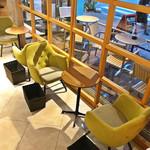 オキ オキ カフェ - 1階の店内