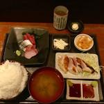 96903351 - 刺身と大山鶏の刺身ステーキ2種950円と特盛ご飯+100円