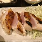 96903356 - 皮目を香ばしく焼いた大山鶏ステーキ刺身