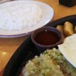 サイゼリヤ - 野菜ソース(ディアボラ)風ハンバーグ499円(税抜)♪、ライス169円(税抜)♪