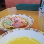 サイゼリヤ - ドリンクバー♪、えびのサラダ349円(税抜)、コーンクリームスープ149円♪