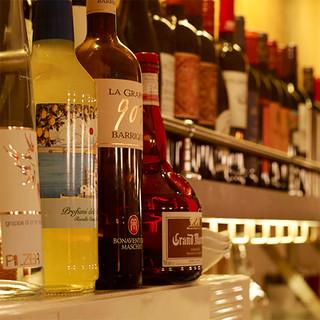選りすぐりのワインを常時40種類以上ご用意しております