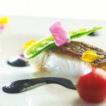 ヴァリノール - 料理写真:明石直送チヌ(黒鯛)のポワレ、イカ墨のソース
