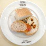 ガット・ネーロ - <'11/09/29撮影>パスタランチ 1260円 の自家製パン3種盛り合わせ