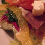 フェボ - 生ハムとフェダーチーズのサラダ