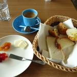 パンドウー - ブレンドコーヒーとパンの盛り合わせ