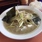 らーめんしょっぷ - 料理写真:ネギラーメン  750円(サービスデーは550円)