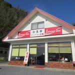 96935255 - 二丈鹿家の海岸線沿いにあるドライブインスタイルのレストランです。