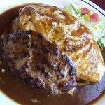 小さなキッチンレストラン よっしーの店 - ハンバーグオムライス・デミソース