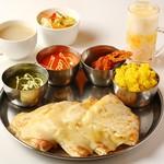 カレーハウス エベレスト - 料理写真:インドチーズナンセット