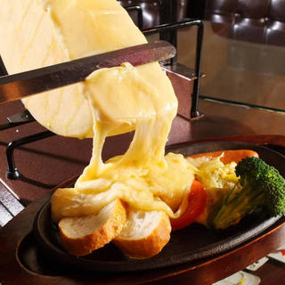 インスタ映え間違いなしの話題のラクレットチーズ