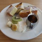 ピープルワイズ カフェ - モーニングセットのフレンチトースト
