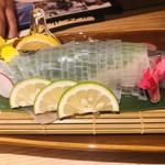 玄海の活魚と糸島直送の食 博多居酒屋 どげん海 - ヤリイカ活造り