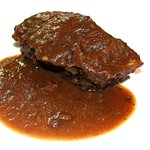 バスクバル・チャコリ - 野菜、肉、ワインの旨味だけでじっくり煮込んだほほ肉。