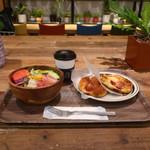 アールベイカー インスパイアードbyコートロザリアン - 料理写真:サラダセット+ジャーマンソーセージ