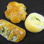 ブーランジェリー横浜 - 料理写真:ごまさつま:くるみフラワー:おいものパン