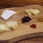 シチリア屋 - チーズ盛り合わせ