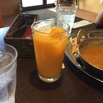 インドネパール料理 ヒマラヤキッチン - 【選べるカレー Aセット 850円】100%果汁タイプのオレンジジュースでした。