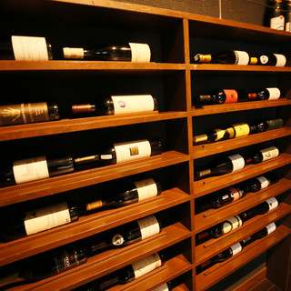 多彩なワインコレクション。お料理に合う1杯をアナタに…