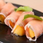 炭焼とワイン 円山すだち - 柿とリコッタチーズの生ハム巻き