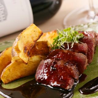 道産の牛ロースを炙り焼きで楽しむ。ワインが進む大人の逸品
