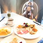 96968500 - パンケーキに耳つけてみたらミッキーではなく熊になった(´⊙ω⊙`)